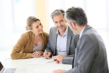 versicherungscheck24.de – Pflegeversicherung – Beiträge – Seniorenpaar lässt sich beraten