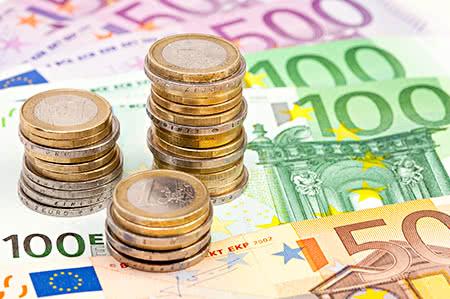 versicherungscheck24.de – Freiwillige Pflegeversicherung – Münzen und Geldscheine